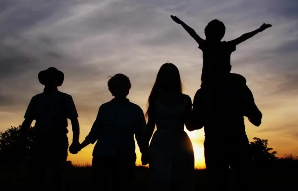 Family on horizon